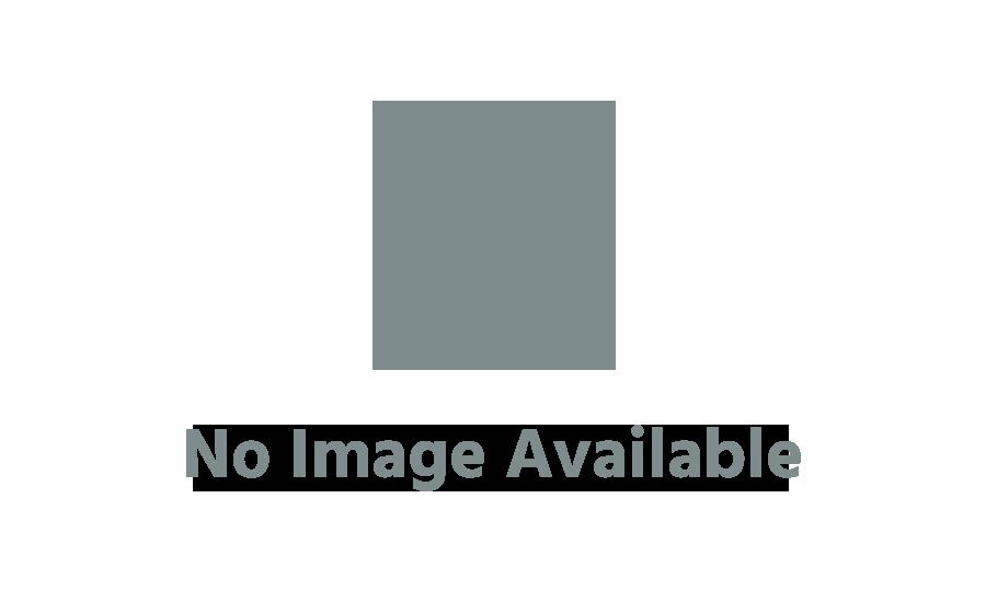Même Rafaella Witsel fait gaffe aux prix rouges, elle emporte sa carte Extra Colruyt… à la Coupe du monde